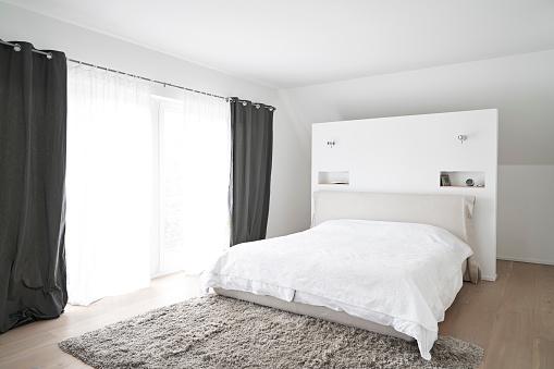 Curtain「Spacious modern bedroom」:スマホ壁紙(12)