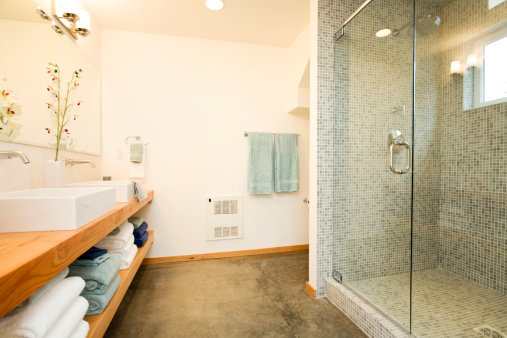 Tile「Spacious Modern Bathroom Sink and Shower」:スマホ壁紙(5)