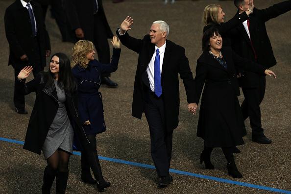 J R Smith「Parade Celebrates Presidential Inauguration Of Donald Trump」:写真・画像(17)[壁紙.com]