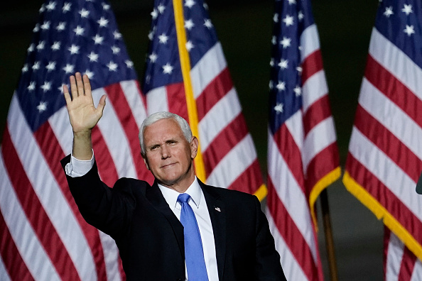 Mike Pence「President Trump Campaigns For Re-Election In Virginia」:写真・画像(7)[壁紙.com]