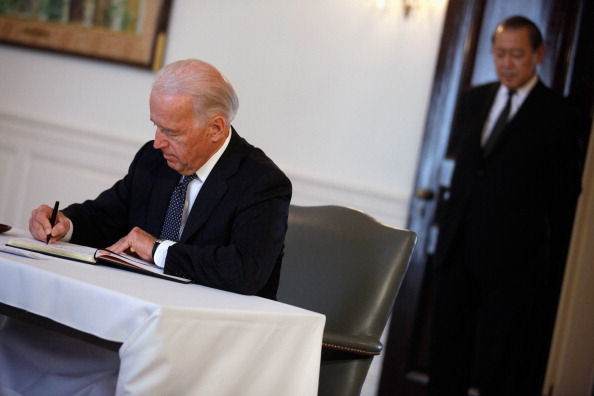 Ichiro「Biden Signs Condolence Book At Japanese Embassy In Honor Of Quake Victims」:写真・画像(16)[壁紙.com]