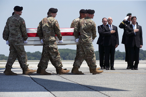 Dover - Delaware「Dignified Transfer Held For Soldier Killed In Combat Operations In Afghanistan」:写真・画像(1)[壁紙.com]