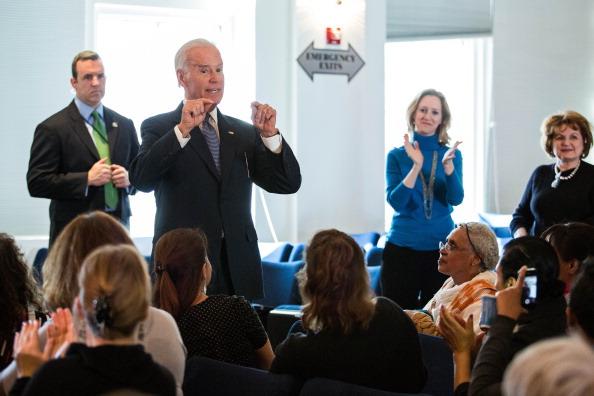 Insurance「Vice President Biden Visits Sign Up Site For Affordable Health Care Act Plans」:写真・画像(3)[壁紙.com]