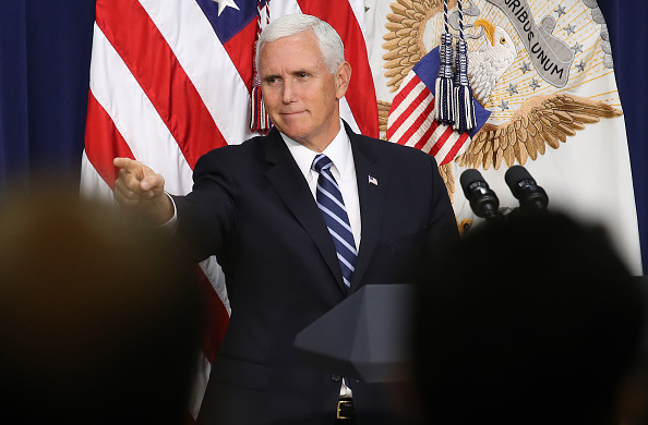 Mike Pence「Vice President Pence Delivers Remarks At White House Naturalization Ceremony」:写真・画像(14)[壁紙.com]
