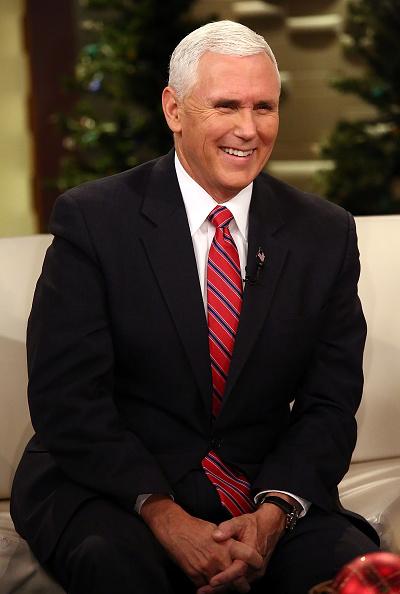 笑顔「Vice President-Elect Mike Pence Visits 'Fox & Friends'」:写真・画像(6)[壁紙.com]