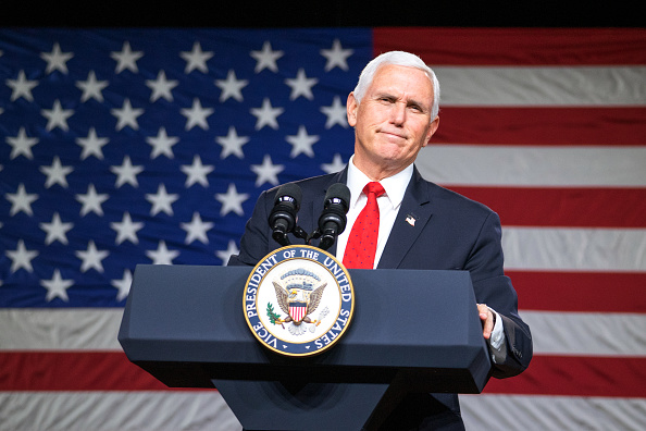 Mike Pence「Vice President Mike Pence Campaigns In Georgia For Republican Senate Candidates」:写真・画像(17)[壁紙.com]