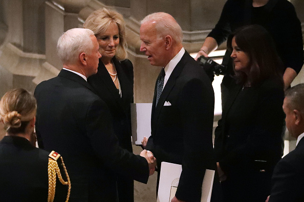 Chip Somodevilla「State Funeral Held For George H.W. Bush At The Washington National Cathedral」:写真・画像(16)[壁紙.com]