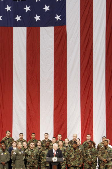 Copy Space「Cheney Attends Rally With Troops At Robins AFB」:写真・画像(0)[壁紙.com]