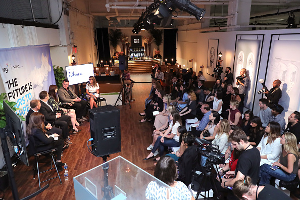 Large Group Of People「NRG Round Table - September 2016 - New York Fashion Week: The Shows」:写真・画像(18)[壁紙.com]
