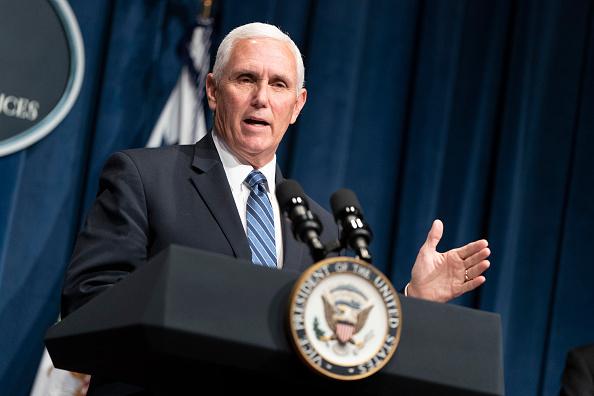 Mike Pence「Vice President Pence Leads Coronavirus Task Force Briefing」:写真・画像(8)[壁紙.com]