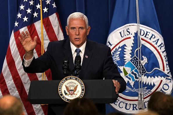 Mike Pence「VP Mike Pence Visits ICE Headquarters In Washington DC」:写真・画像(18)[壁紙.com]