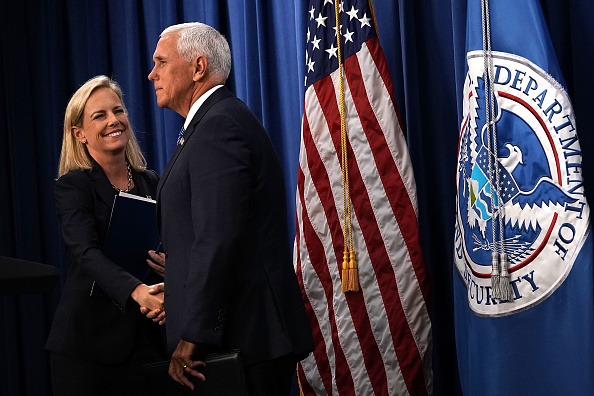 Two People「VP Mike Pence Visits ICE Headquarters In Washington DC」:写真・画像(5)[壁紙.com]