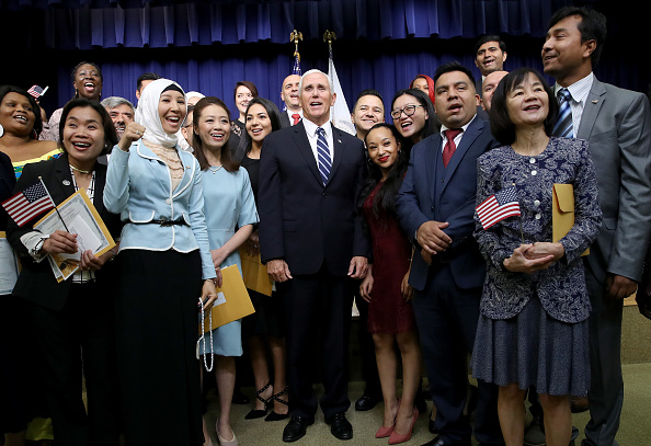 Politics「Vice President Pence Delivers Remarks At White House Naturalization Ceremony」:写真・画像(14)[壁紙.com]