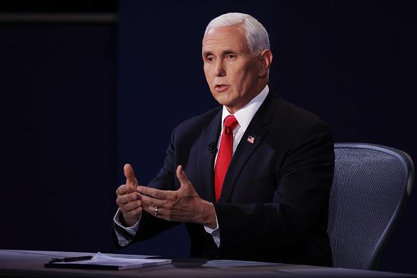 上半身「Mike Pence And Kamala Harris Take Part In Vice Presidential Debate」:写真・画像(17)[壁紙.com]
