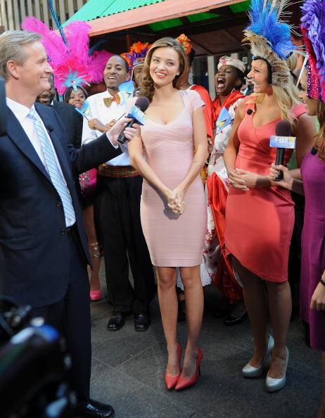 ミランダ・カー「Miranda Kerr Visits 'Fox & Friends'」:写真・画像(14)[壁紙.com]