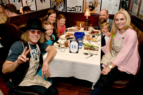 Waiting「Waiting for Wishes Celebrity Waiters Dinner w/ Kevin Carter & Jay DeMarcus」:写真・画像(8)[壁紙.com]