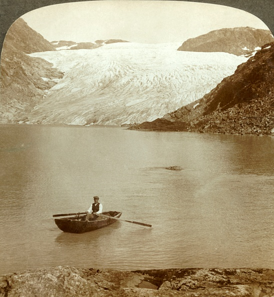 Geology「Stream Of Solid Ice (Hardanger Glacier) And Lake Where It Melts」:写真・画像(17)[壁紙.com]