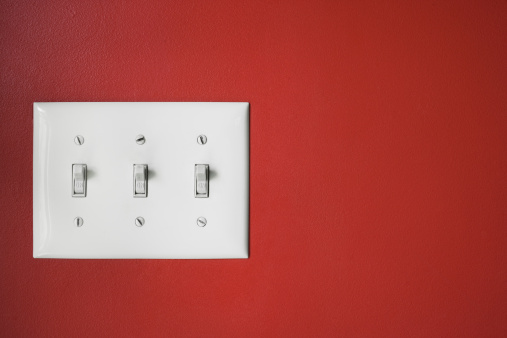 Light Switch「Three light switches on red wall.」:スマホ壁紙(9)