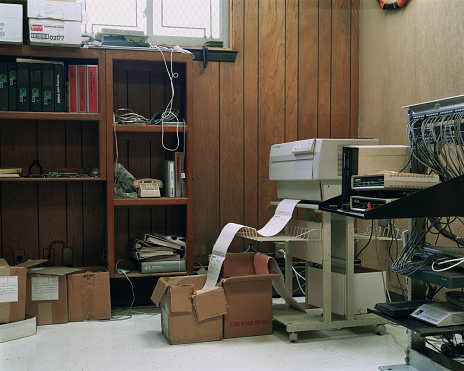 Wood Paneling「old outdated office interior」:スマホ壁紙(4)