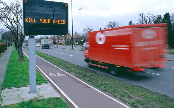 Danger「Speeding taffic passing a variable message safety sign West London, United Kingdom」:写真・画像(12)[壁紙.com]