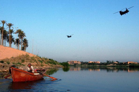 Fisherman「Iraqi Fishermen Work The Tigris River 」:写真・画像(18)[壁紙.com]