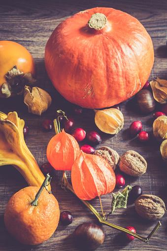 栗「Autumnal fruits and vegetables on dark wood」:スマホ壁紙(18)
