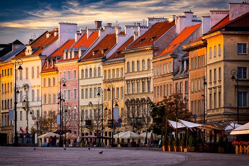 Restoring「Krakowskie Przedmieście street in the morning, Warsaw, Poland」:スマホ壁紙(16)