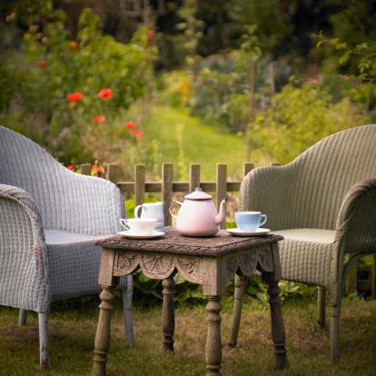 Teapot「Tea set and chairs in garden.」:スマホ壁紙(2)