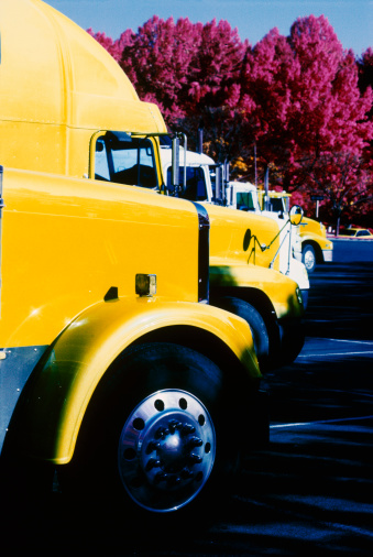 Car Dealership「Row of semi-truck tractors」:スマホ壁紙(16)