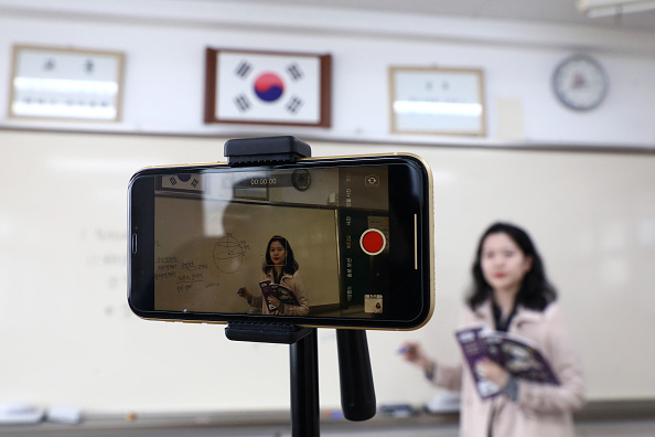 Classroom「Schools Resume In South Korea Amid The Coronavirus Outbreak」:写真・画像(16)[壁紙.com]