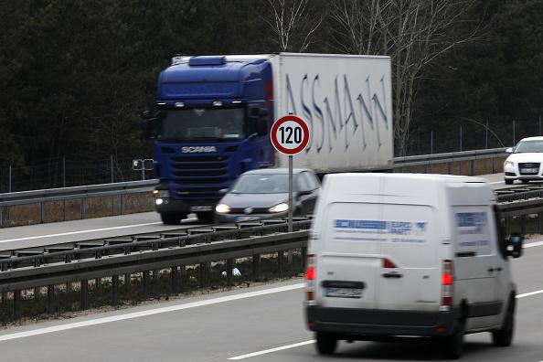運転手「Germany Debates Highway Speed Limit」:写真・画像(19)[壁紙.com]