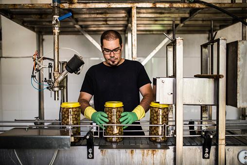 Real Life「Man working at olives factory」:スマホ壁紙(15)
