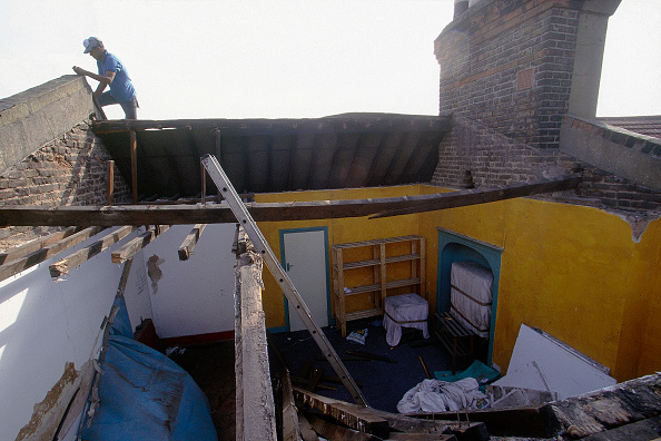 Bedroom「Man working on the rooftop of a derelict property.」:写真・画像(5)[壁紙.com]