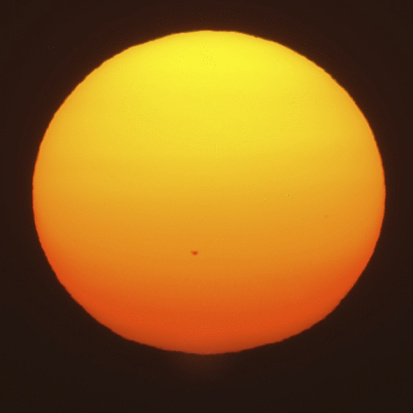 Solar System「Giant setting sun with sunspot」:スマホ壁紙(17)