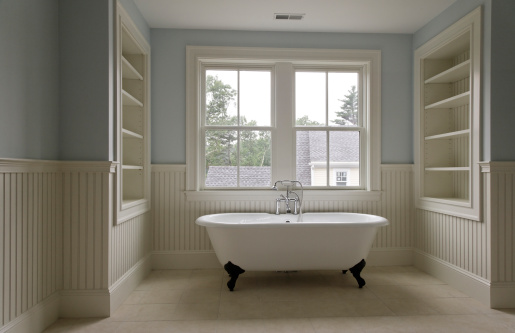 Concord - Massachusetts「Clwafoot tub in classic style bathroom」:スマホ壁紙(16)