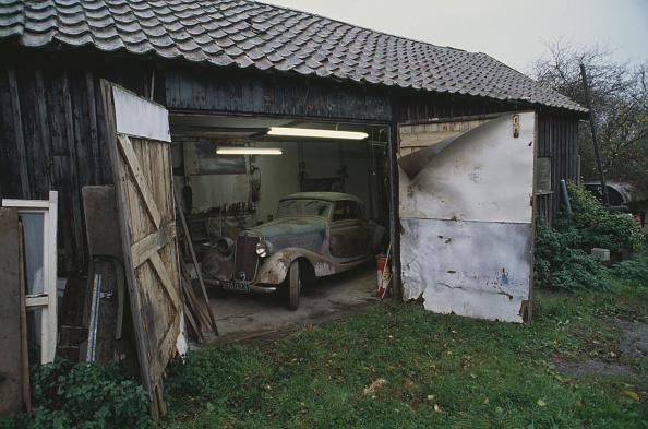 Finance and Economy「Old Mercedes Vehicle」:写真・画像(0)[壁紙.com]