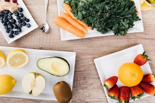 ニンジン「Fresh fruits and vegetables on plates」:スマホ壁紙(7)