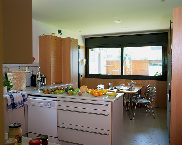 Dining Room「Fresh fruit on the counter of a kitchen」:写真・画像(4)[壁紙.com]