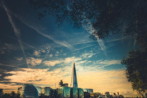 London Bridge - England「tha shard in london at dusk」:スマホ壁紙(18)