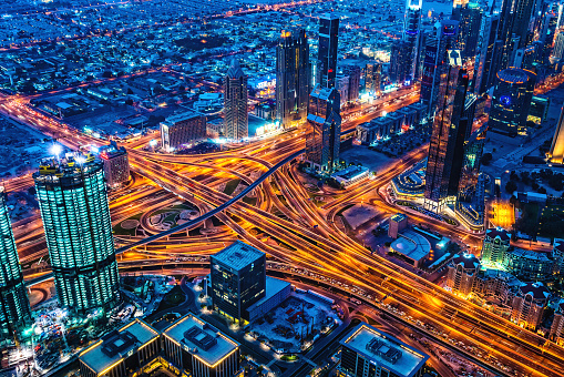 Avenue「Modern Dubai cityscape at twilight, United Arab Emirates」:スマホ壁紙(6)