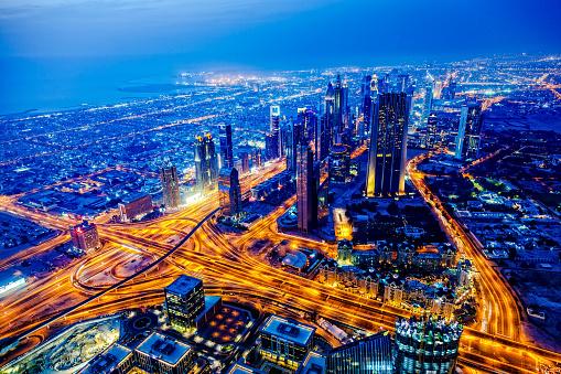 Avenue「Modern Dubai cityscape at twilight, United Arab Emirates」:スマホ壁紙(14)