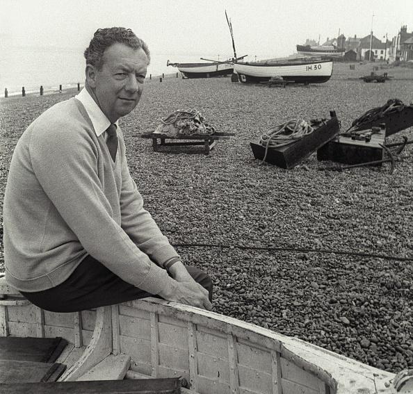 Fisherman「Composefr Benjamin Britten On Aldeburgh Beach」:写真・画像(2)[壁紙.com]