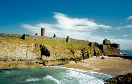 マン島「Peel Castle at the coast of a sea, Isle of Man, British Isles」:スマホ壁紙(6)