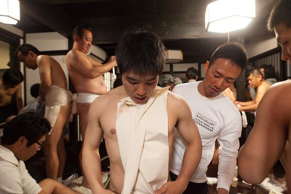 Japan「Naked Festival Takes Place At Saidaiji Temple」:写真・画像(16)[壁紙.com]
