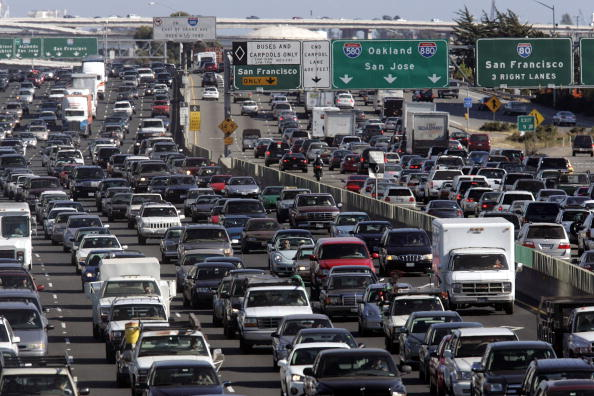 Traffic「Scores Of Travelers Depart For Long Holiday Weekend」:写真・画像(5)[壁紙.com]