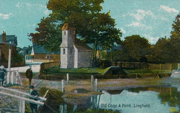 Village「Old cage and pond」:写真・画像(5)[壁紙.com]