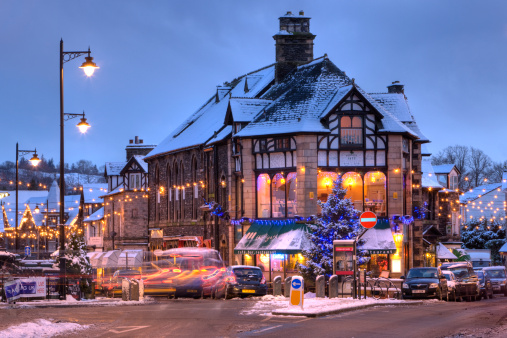 Public Building「Windermere village in snow, The Lake District, Cumbria UK」:スマホ壁紙(5)