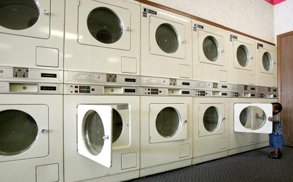 Laundromat「Maytag Considers Buyout Offer」:写真・画像(1)[壁紙.com]
