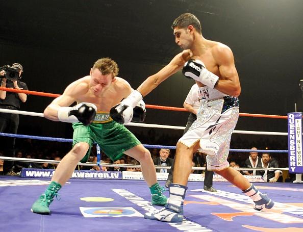 David Ashdown「Amir Khan v Oisin Fagan boxing at Excel in London 2008」:写真・画像(2)[壁紙.com]