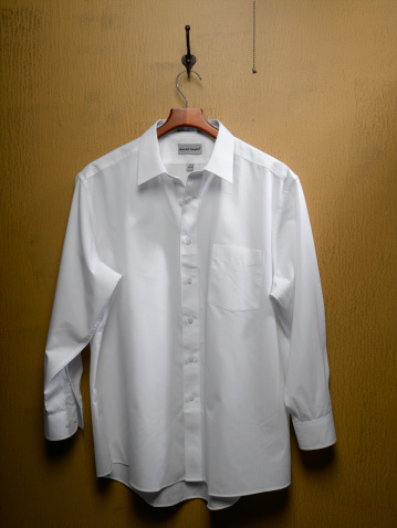 Coathanger「White Shirt on Closet Door」:スマホ壁紙(7)